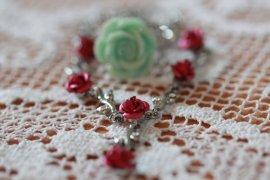 Kjede med røde roser